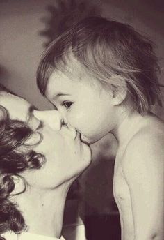 HARRY AND LUX IM CRYING THIS IS SOOOO BEAUTIFUL<<< oh that's nice, i'm jealous of a baby