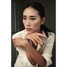 #behindthescenes #shooting #harpersbazaarvn #harpersbazaar #magazine #dinhtranmakeup #model #TrangKhieu #style #Emilty #fashion #fashiondesigner
