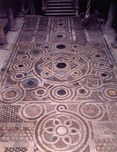 Pavimento del Duomo di Sessa Aurunca (Caserta) (XIII sec.)