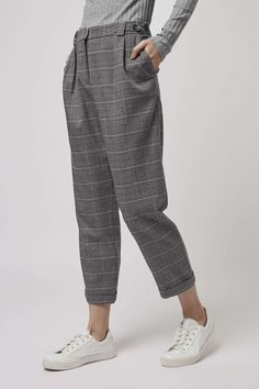 Discover the latest in women's fashion and new season trends at Topshop. Shop must-have dresses, coats, shoes and more. Plaid Pants, Cropped Pants, Gray Pants, Look Fashion, Fashion Outfits, Fashion Design, Stil Inspiration, Peg Trousers, Tweed Trousers