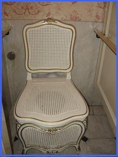 Ladies toilet, Club 33, Disneyland.