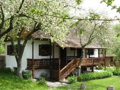 Undeva in Romania. Traditional Interior, Traditional House, Cabin Homes, Log Homes, Orient House, Beautiful Homes, Beautiful Places, Rural House, Cozy Cottage
