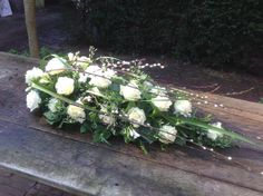 #rouwbloemen #afscheidsbloemen BLOM BLoemwerk Op Maat #Wageningen Casket Flowers, Funeral Flowers, Funeral Floral Arrangements, Flower Arrangements, Green Funeral, Funeral Caskets, Casket Sprays, Grave Decorations, Funeral Tributes