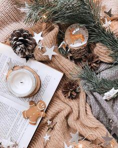 Elegant Christmas Centerpieces, Christmas Candle Decorations, Candle Centerpieces, Christmas Candles, Centerpiece Ideas, Cosy Christmas, Christmas Scents, Christmas Feeling, Christmas Time