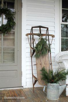 40 Farmhouse Christmas Porch Decor Ideas - Home Decor Ideas Christmas Front Doors, Christmas Porch, Christmas 2016, Outdoor Christmas, Christmas Art, Christmas Decorations, Christmas Ideas, Xmas, Winter Porch