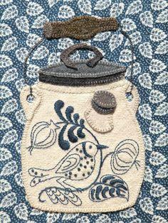 Beautiful bird on jar embroidery via Comunidade de arte e artesanato