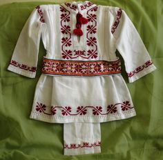 costume populare bebelusi botez - Căutare Google Tunic Tops, Costumes, Folk, Baby, Women, Fashion, Embroidery, Dress Up Outfits, Popular