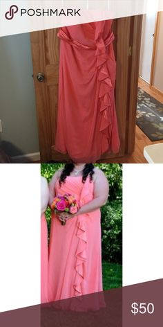 David's bridal bridesmaid gown in coral Worn but never altered. This dress is like new. It features tulle and satin. Size 22. Strapless. Color is coral David's Bridal Dresses Strapless