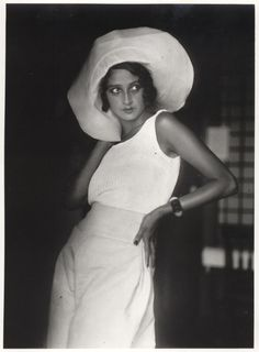Renée Perle - 1930 - Biarritz - Photo by Jacques-Henri Lartigue