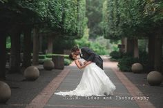 Romantic kiss and dip at Chicago Botanic Gardens. 2015 Weddings.  R.E.M. Video and Photography  www.remvp.com