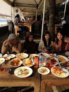 Seafood bandar DJakarta Jakarta, Seafood, Places To Visit, Destinations, Viajes, Sea Food, Seafood Dishes