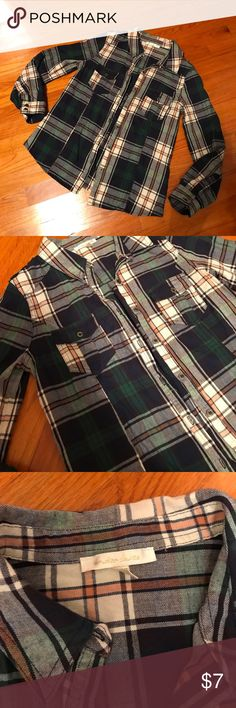 Plaid button up shirt Plaid button up top in good condition Under Skies Tops Button Down Shirts