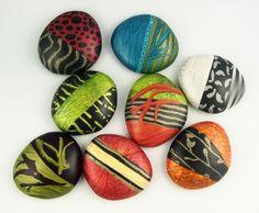 Piedras pintadas dando un diseño hermoso.