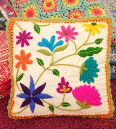Tienda La Calustra: Seminario Bordado Mexicano Cushion Embroidery, Machine Embroidery Applique, Embroidery Needles, Hand Embroidery Stitches, Crewel Embroidery, Hand Embroidery Designs, Bordado Floral, Mexican Embroidery, Cross Stitch Patterns