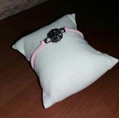 Pasante central en negro con piedrecitas y cordon antelina rosa