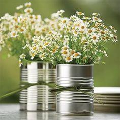 avec juste du raffia et un bouquet + champetre (germini, gypso, santini (style petite marguerite comme les chrysanthemes...)