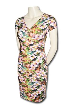 60a8fd96bbb9 Sommerkjole med blomster i økologisk bomuld- Køb kjoler online hos KARTÓ
