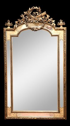 Talha escultura Júlio Leal Golden Mirror, Long Mirror, Mirror Art, Gold Picture Frames, Antique Frames, House Entrance, Through The Looking Glass, Wall Patterns, Decoration