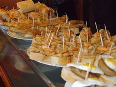 Pincho *Small snacks from Spain (Photo and info only). Tapas Bar, Tapas Menu, Appetizer Salads, Appetizers, Ceviche, Kimchi, Picnic Snacks, Gourmet Cooking, Tasty