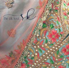 Indian Suits, Indian Attire, Indian Wear, Pakistani Formal Dresses, Indian Dresses, Aztec Jewelry, Punjabi Salwar Suits, Indian Bridal Fashion, Thread Work
