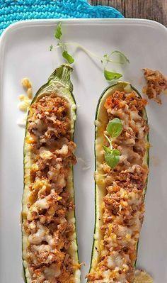 Jauhelihatäytteiset kesäkurpitsat | Maku I Love Food, Good Food, Yummy Food, My Favorite Food, Favorite Recipes, Low Carb Recipes, Cooking Recipes, Salty Foods, Viera