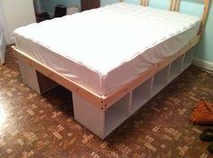 Upright bookshelves laid down for storage under bed. Idee für meinen Schlafplatz?