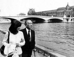 """""""El verbo leer, como el verbo amar y el verbo soñar, no soporta 'el modo imperativo'. Yo siempre les aconsejé a mis estudiantes que si un libro los aburre lo dejen; que no lo lean porque es famoso, que no lean un libro porque es moderno, que no lean un libro porque es antiguo. La lectura debe ser una de las formas de la felicidad y no se puede obligar a nadie a ser feliz."""" — Jorge Luis Borges"""