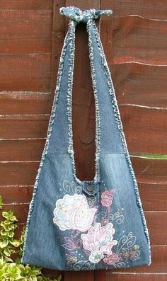 Bags from a jeans. Ideas on alteration of old jeans things, part // sergiy shtein Patchwork Denim, Patchwork Bags, Denim Quilts, Crazy Patchwork, Artisanats Denim, Denim Purse, Fringe Purse, Diy Jeans, Jean Diy