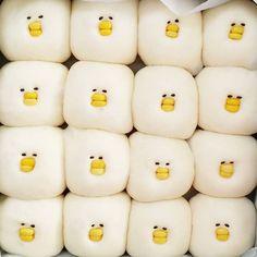 失敗してこそおもしろい⁉︎ ブサかわ「ひよこパン」のトリコになる人急増中♩ - macaroni Japanese Bread, Japanese Sweets, Kawaii Cooking, Cute Baking, My Coffee Shop, Bread Art, Food Menu Design, Kawaii Dessert, Steamed Buns