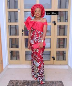 Look Chic in These Gorgeous Aso Ebi Gowns African Wedding Attire, African Attire, African Wear, African Dresses For Women, African Fashion Dresses, African Women, African Beauty, African Blouses, Ankara Skirt And Blouse