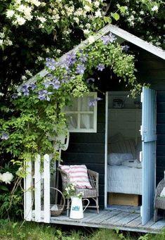 25 sweet and inspiring garden house ideas – Garden Projects Backyard Sheds, Backyard Landscaping, Backyard Barn, Landscaping Design, She Sheds, Small Garden Design, Outdoor Living, Outdoor Decor, Plantation