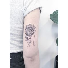 Check out our gallery to get Best Sunflower Tattoo Designs. Rare Tattoos, Head Tattoos, Cover Up Tattoos, Body Tattoos, Sleeve Tattoos, Tattoo Ink, Fish Tattoos, Tatoos, Sunflower Tattoos