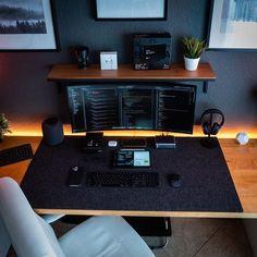 home theater planejado sala apartamento CDS Workspace Design, Office Interior Design, Office Interiors, Gaming Room Setup, Desk Setup, Clean Desk, Workspace Inspiration, Daily Inspiration, Bedroom Setup