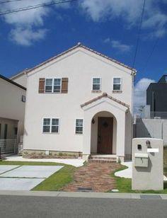 青空にはえるナチュラルな外観 Japanese Modern House, House Entrance, Facade, House Plans, Exterior, House Design, Nice, House Styles, Home Decor