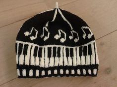 Musica hat – Deborah Tomasello – fair isle challenge on forum - knitting Knitting Room, Fair Isle Knitting, Mitten Gloves, Mittens, Knit Or Crochet, Crochet Hats, Knitting Patterns, Crochet Patterns, Baby Hats