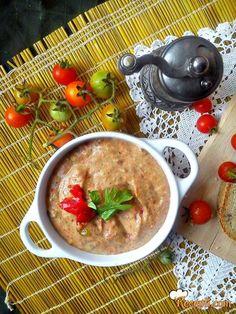 Recept za Namaz od pečenog patlidžana i paprike. Za spremanje ovog jela neophodno je pripremiti plavi patlidžan, papriku, so, susam, kim, beli luk, čili.