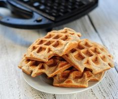 Quick healthy breakfast: homemade waffle recipe with a twist Quick Healthy Breakfast, Breakfast Recipes, Recettes Anti-candida, No Bake Desserts, Dessert Recipes, Healthy Baking, Healthy Recipes, Waffle Ingredients, Healthy Family Meals