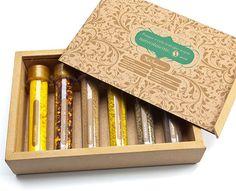 Remind: brindes promocionais : Kit Tempero com 6 Ampolas de Especiarias em Caixa de Madeira