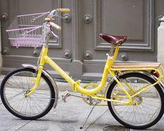 """La célèbre bloggeuse Make My Lemonade  a utilisé des produits d' hollandbikes.com (panier, sonnette, selle en cuir...) pour rénover son vélo en DIY (""""do it yourself""""), et le résultat est superbe ! N'est-ce pas ? Lien vers l'article : http://makemylemonade.com/lemon-bike/                                                                                                                                                     Plus"""