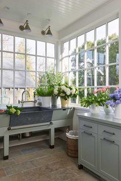 The dream - a mud room with a potting station for all my gardening goodies - via Pretty in Portola Valley, Elle Decor magazine Mark Sikes, Portola Valley, Flower Room, Potting Sheds, California Homes, Valley California, California Decor, Decoration Design, Cool Ideas