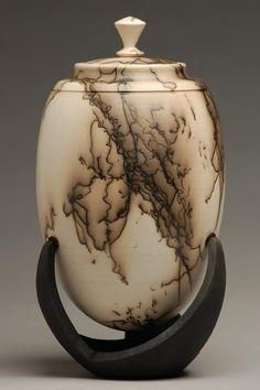 Horse hair over Terra Sigillata to make this cremation urn. I need some horse hair soon. Raku Pottery, Pottery Sculpture, Pottery Art, Kintsugi, Burial Urns, Funeral Urns, Sculptures Céramiques, Hand Thrown Pottery, Pottery Techniques