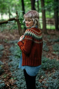 Knitting Patterns Cardigan Ravelry: The Throwback pattern by Andrea Mowry Fair Isle Knitting, Arm Knitting, Motif Fair Isle, Stretchy Bind Off, Serpentina, Icelandic Sweaters, Christmas Knitting Patterns, Knit In The Round, Dress Gloves