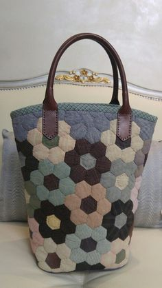 Crazy Patchwork, Patchwork Bags, Quilted Bag, Patchwork Hexagonal, Hexagon Quilt, Japanese Bag, Bag Pattern Free, Craft Bags, Fabric Bags