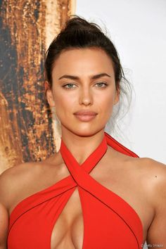 Irina Shayk Pictures and Photos Beautiful Eyes, Beautiful People, Irina Shyak, Irina Shayk Style, Catwalk Models, Hottest Female Celebrities, Russian Beauty, Bradley Cooper, Mannequins
