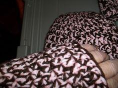 Fingerless Gloves & Beanie. (Free Hand.. no pattern)