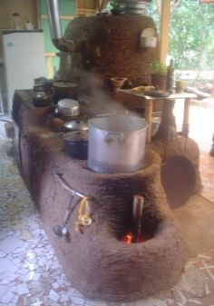 . Parrilla Exterior, Outdoor Cooking Area, Earthship Home, Cooking Stove, Kitchen Oven, Fire Pit Designs, Happy Kitchen, Mini Farm, Rocket Stoves