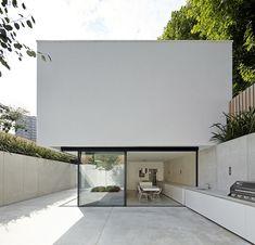 Sunken house in London / designed by De Matos Ryan