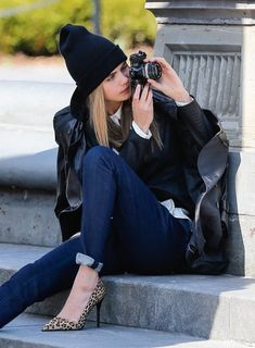 Cara Delevingne poses for a DKNY photoshoot in New York City Look Fashion, Fashion Models, Fashion Beauty, Fashion Room, Cara Delevingne Style, Girls With Cameras, Estilo Denim, Glamour, Mannequin