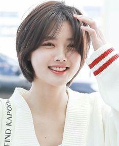 Kim Yoo Jung (To Macau Short Hair Tomboy, Girl Short Hair, Short Hair Cuts, Short Hair Styles For Round Faces, Medium Hair Styles, Curly Hair Styles, Hair Inspo, Hair Inspiration, Korean Short Hair
