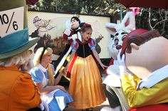 Little Girl Wows Disneyland Princesses With Her Homemade Versions Of Their Costumes